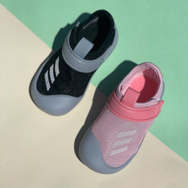 הנעליים החדשות של אדידס הם כל מה שאתם צריכים 😍 נוחה ברמות, היסטרית, וקלה לניקוי - בלי להתפשר על סטייל! ועכשיו ב20% הנחה 😱 נצלו את הטרוף, קוד קופון -  newb20  מידות - 20 - 27  #adidas #adidasoriginals #adidaskids #adidasaddict #luxurykids #kidsfashionistamodel #kidsfashionbrand #kidsshoes #shoesaddict #babyshoes #firststep #באבלס #באבלסמותגיםלילדים #באבלסאונליין