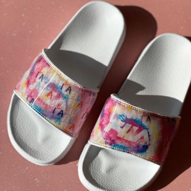 <p>רוצים לראות מה הקסם של הכפכפים החדשים של פילה? כנסו לסטורי ✨ ועכשיו עד 50% על כללל האתר 😱 #fila #filashoes #filakids #kidsshoes #kidsfashion #kidsfashionistamodel #באבלס #באבלסאונליין #באבלסמותגיםלילדים</p>